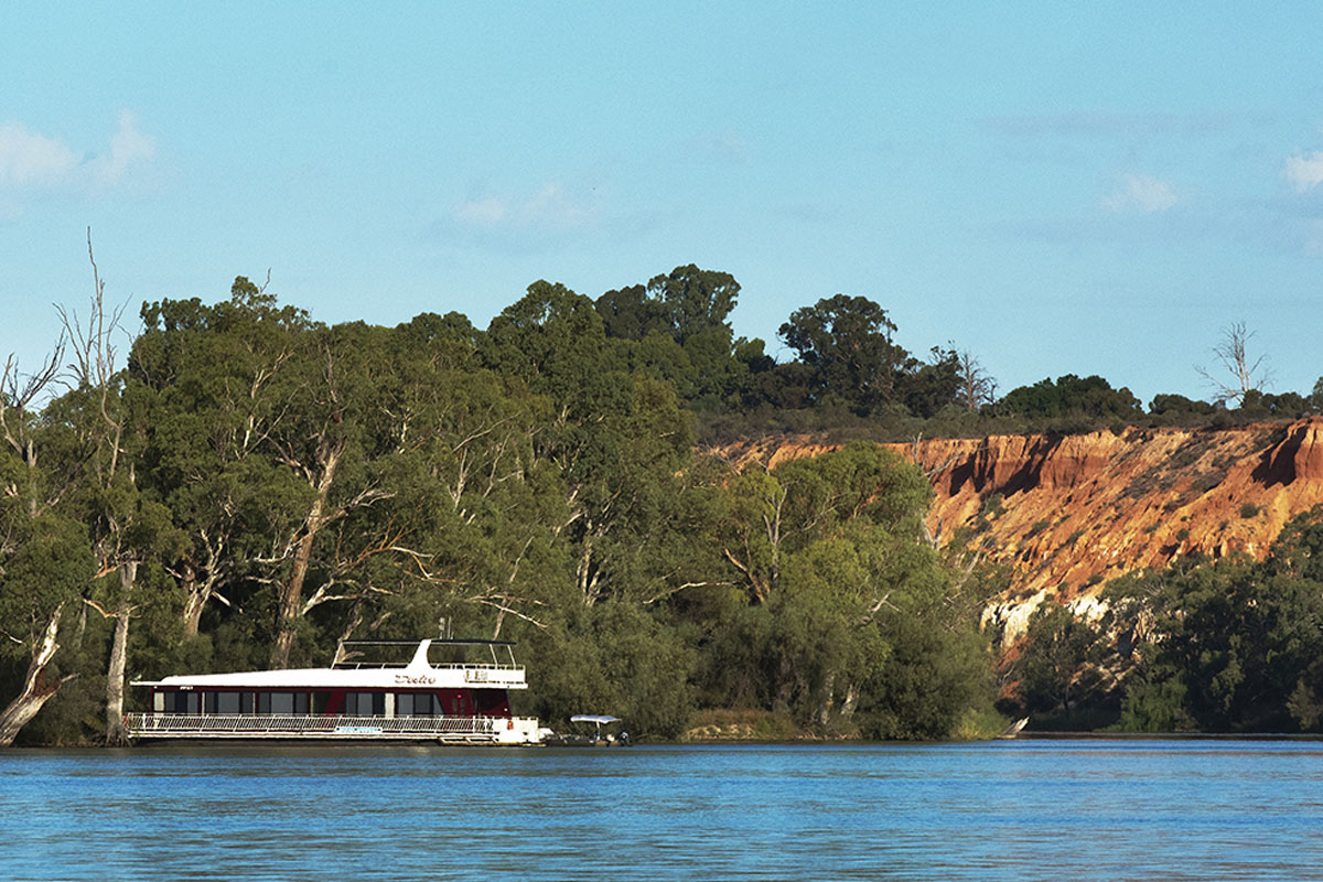 Stay in a modern houseboat with view of Headings Cliff on the South Australian Murray River.